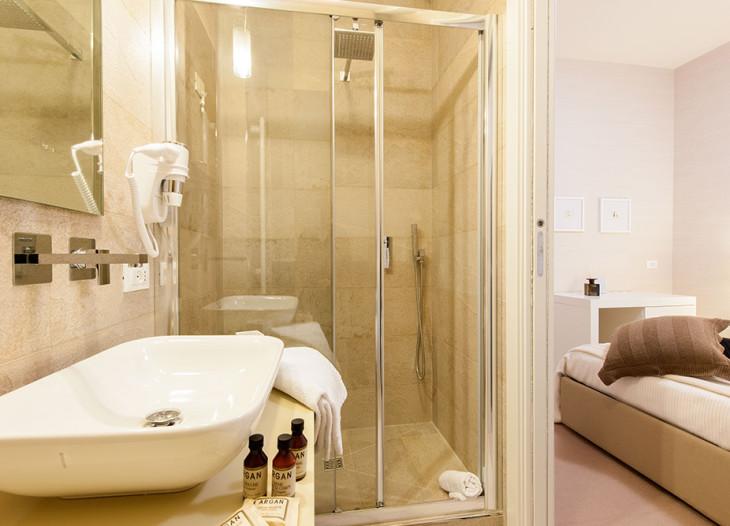camera tripla-bagno